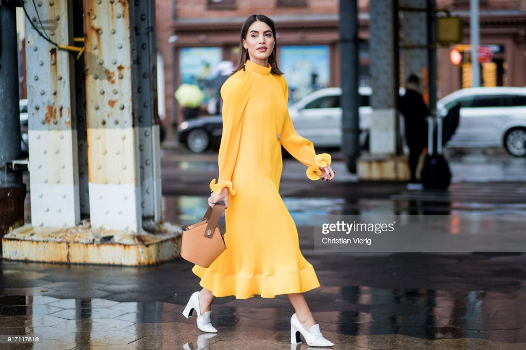 Street Style - New York Fashion Week February 2018 - Day 4 : News Photo