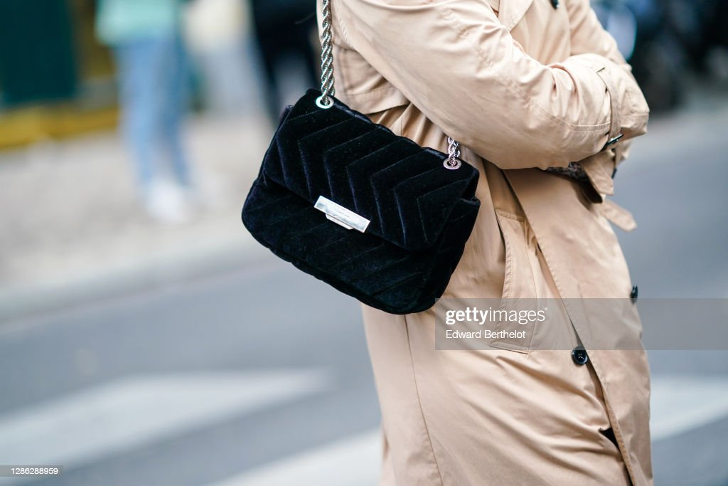 Street Style At Paris Fashion Week - Womenswear Spring Summer 2021 : Day Seven : Nieuwsfoto's