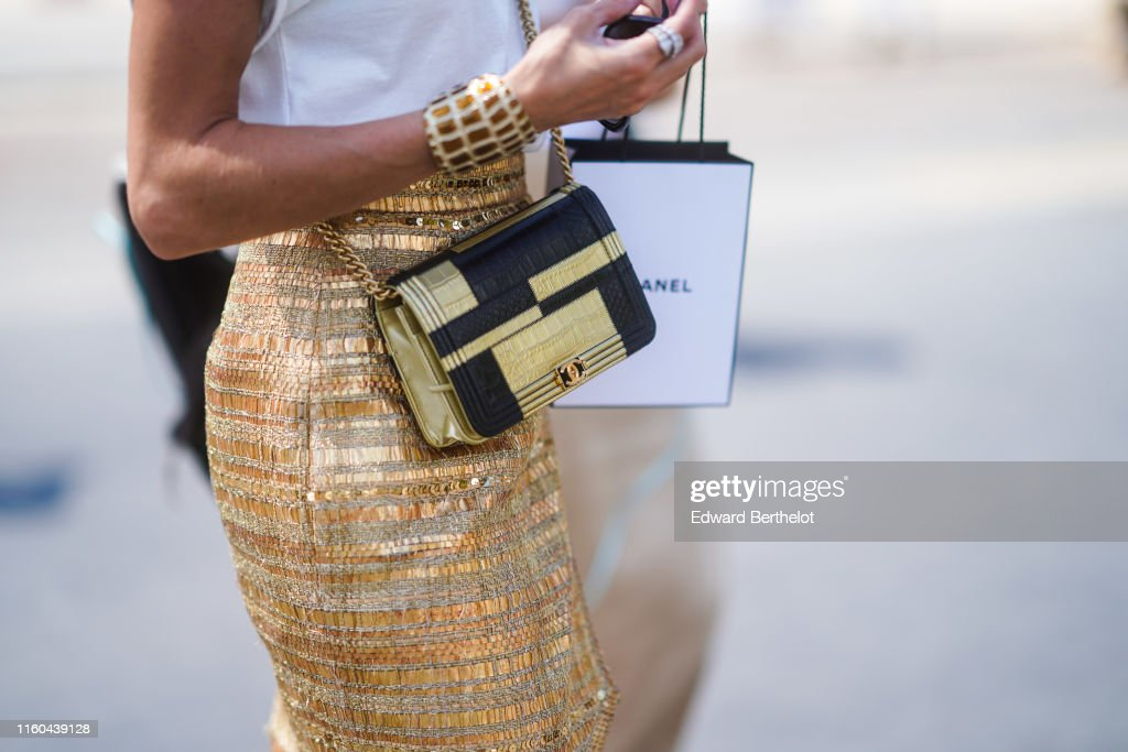 Street Style : Paris Fashion Week -Haute Couture Fall/Winter 2019/2020 : Day Three : News Photo
