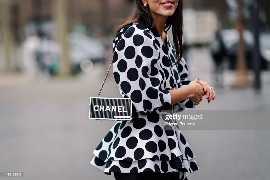Street Style - Paris Fashion Week Womenswear Fall/Winter 2019/2020 : Day Nine : Photo d'actualité