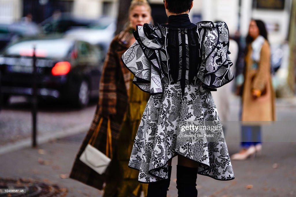 Street Style : Paris Fashion Week Womenswear Spring/Summer 2019 : Day Nine : News Photo