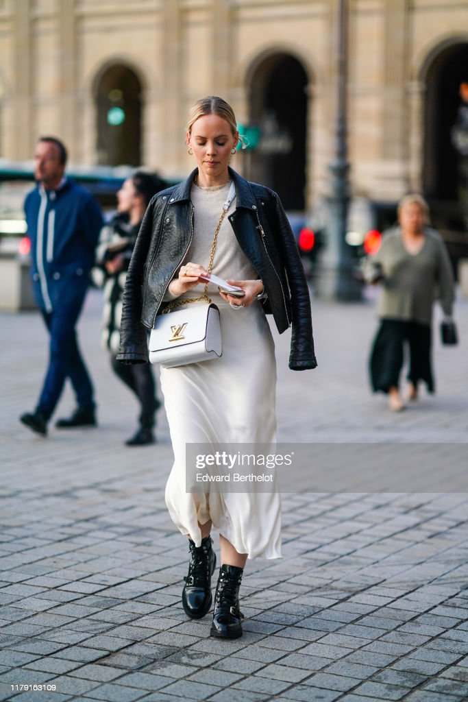 Street Style : Paris Fashion Week - Womenswear Spring Summer 2020 : Day Nine : Fotografía de noticias