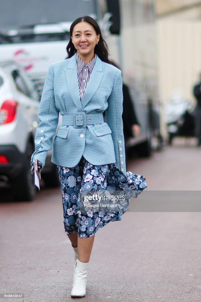 Street Style : Day Seven - Paris Fashion Week Womenswear Fall/Winter 2017/2018 : News Photo