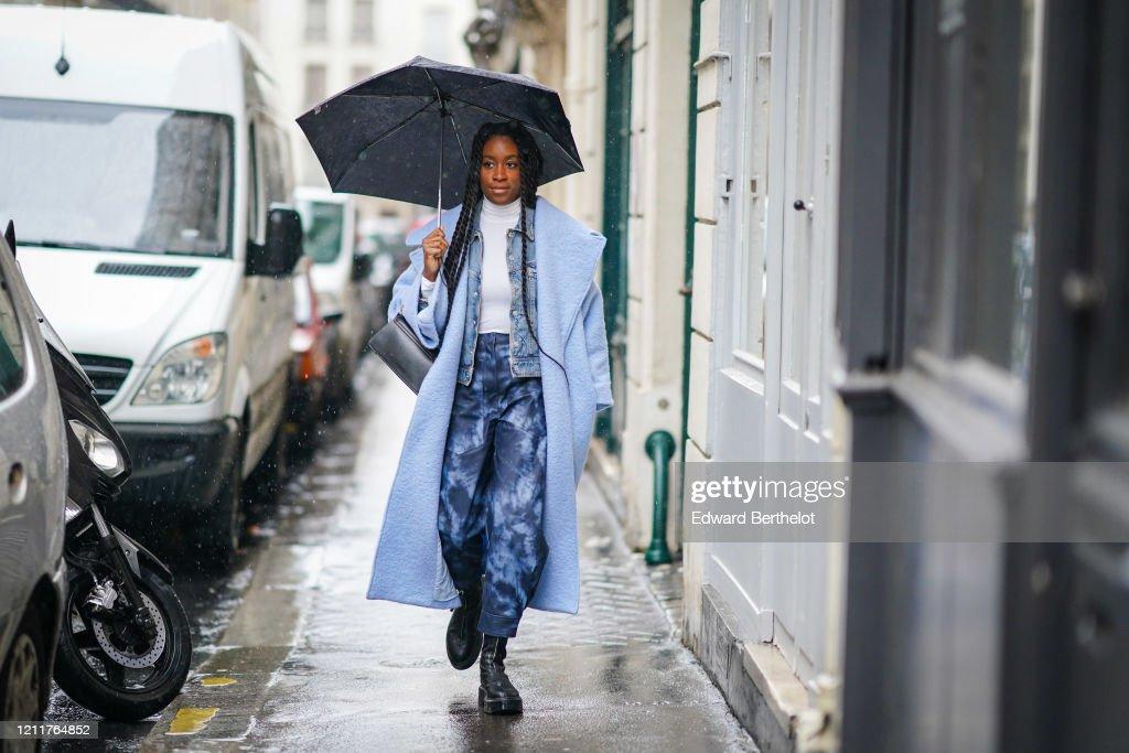 Street Style  - Paris Fashion Week - Womenswear Fall/Winter 2020/2021 : Day Seven : News Photo