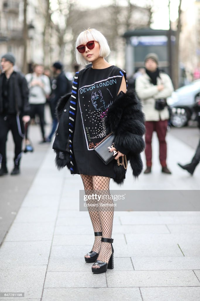 Street Style : Day Three - Paris Fashion Week Womenswear Fall/Winter 2017/2018 : News Photo