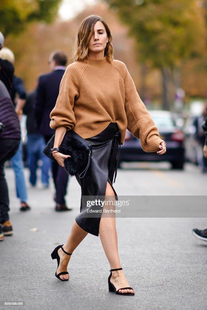 Street Style : Paris Fashion Week Womenswear Spring/Summer 2018 : Day Two : Photo d'actualité