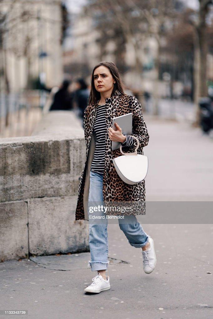 Street Style - Paris Fashion Week Womenswear Fall/Winter 2019/2020 : Day Six : Photo d'actualité
