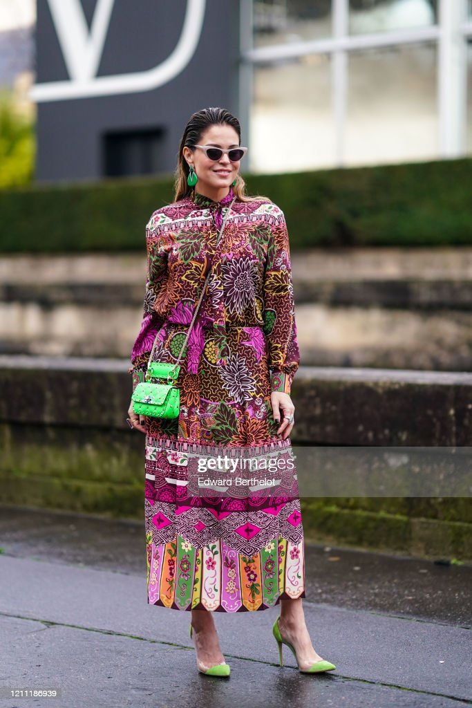 Street Style  - Paris Fashion Week - Womenswear Fall/Winter 2020/2021 : Day Seven : Photo d'actualité