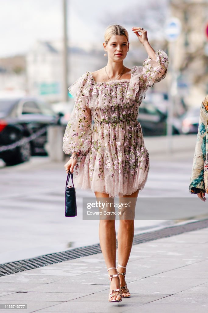 Street Style - Paris Fashion Week Womenswear Fall/Winter 2019/2020 : Day Eight : News Photo