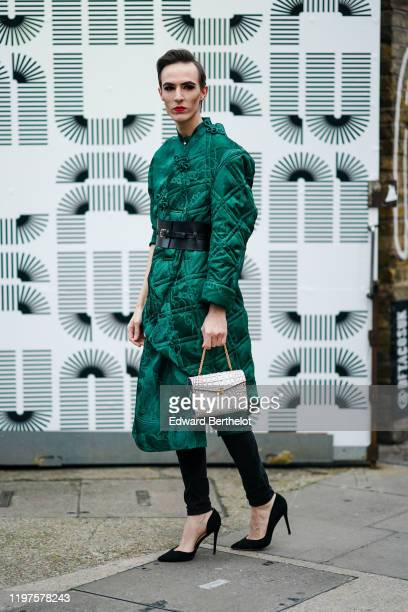 Guest wears a quilted green kimono long jacket, a black leather small corset, a white crocodile pattern bag, black pants, black high heels shoes,...