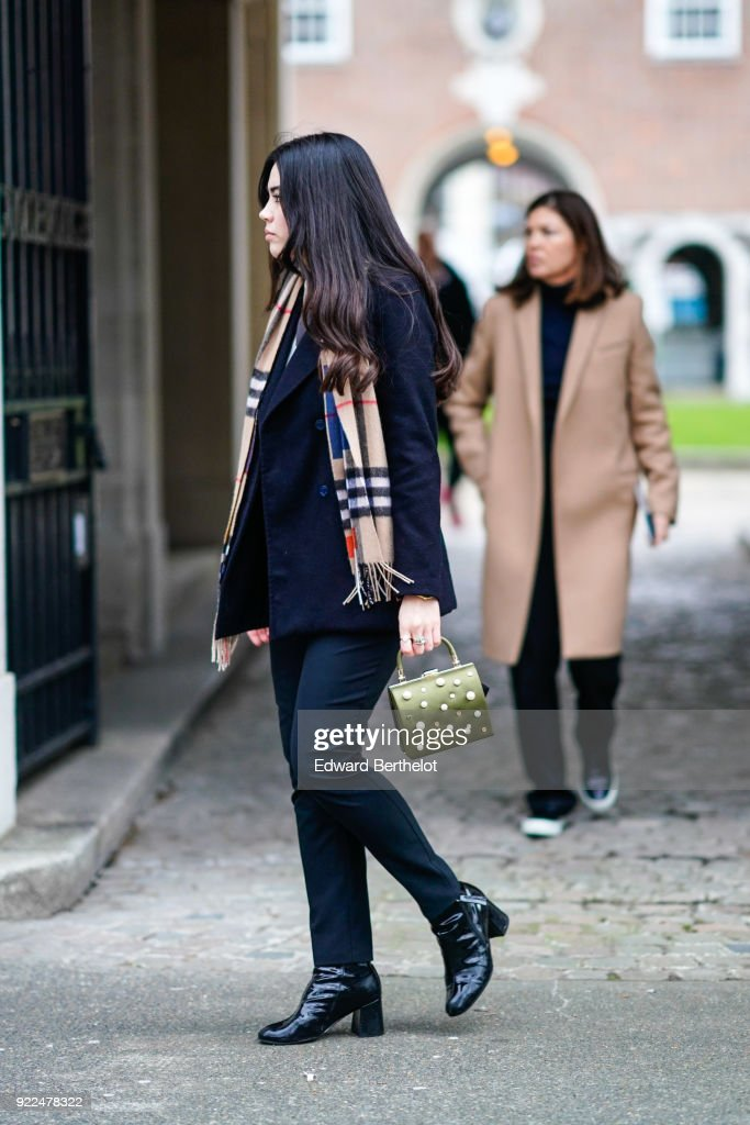 Street Style - LFW February 2018 : News Photo