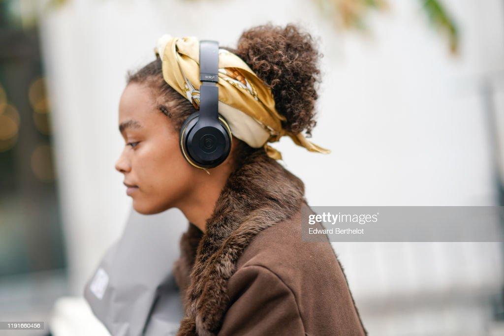 Street Style : Paris Fashion Week - Womenswear Spring Summer 2020 : Day Four : Nieuwsfoto's