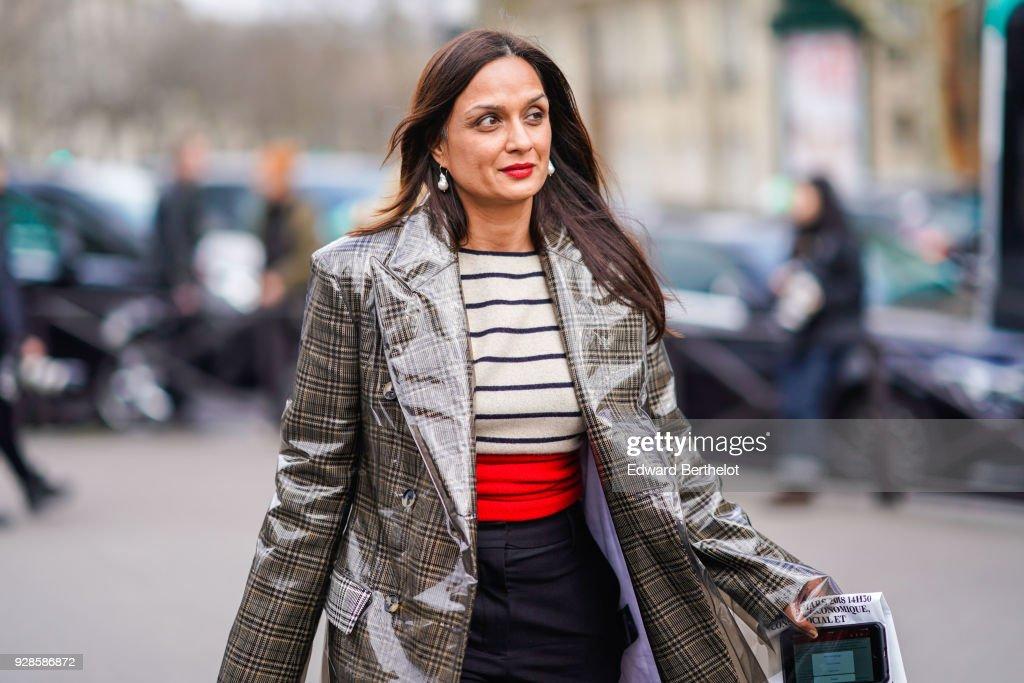 Street Style : Paris Fashion Week Womenswear Fall/Winter 2018/2019 : Day Nine : Photo d'actualité