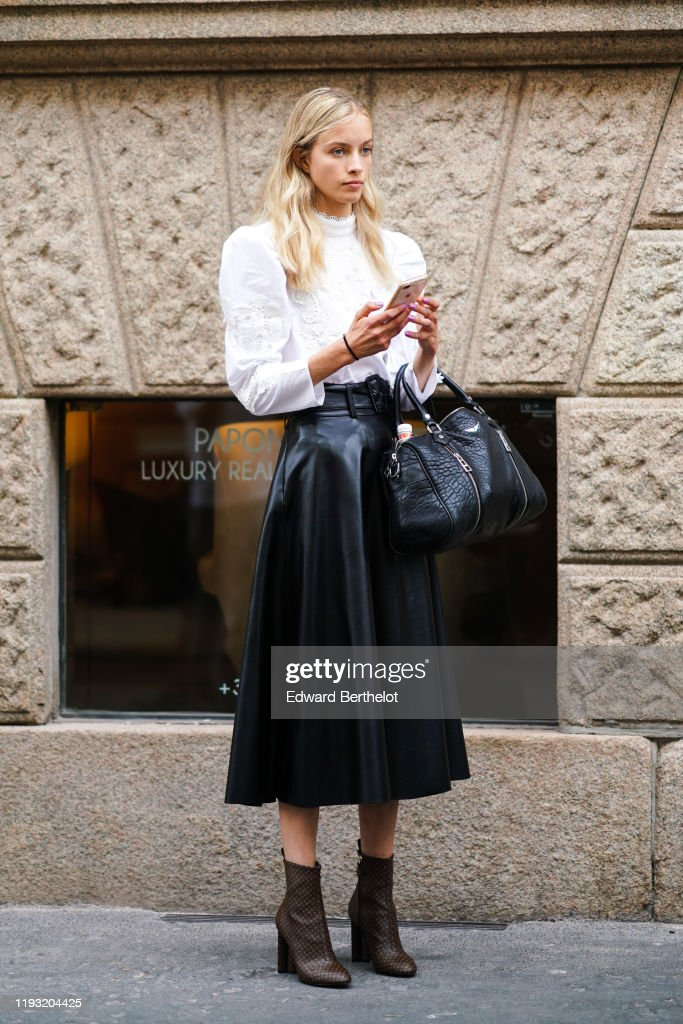 Street Style: September 18 - Milan Fashion Week Spring/Summer 2020 : News Photo