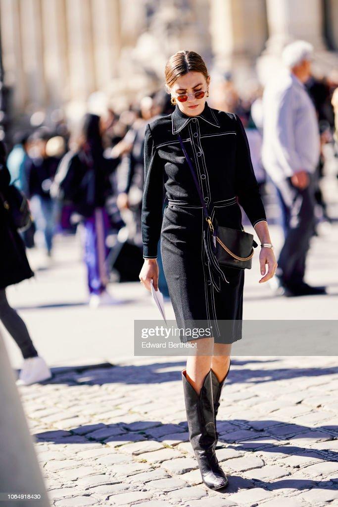 Street Style : Paris Fashion Week Womenswear Spring/Summer 2019 : Day Three : News Photo
