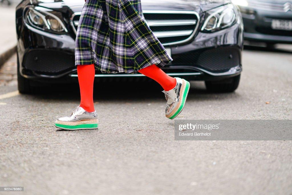 Street Style - LFW February 2018 : News Photo