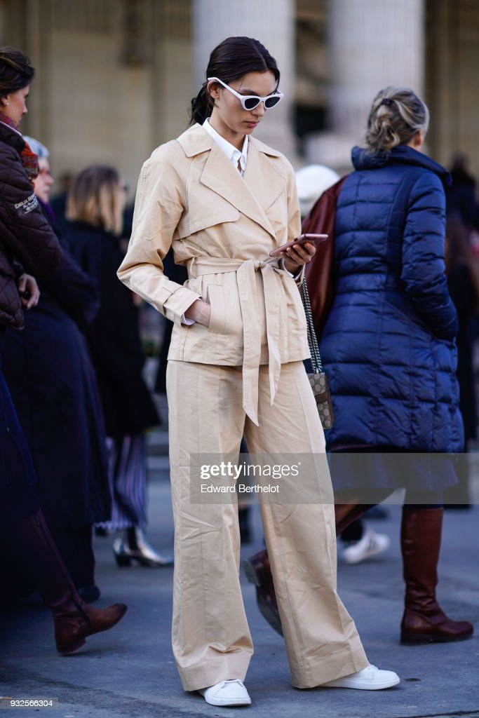 Street Style : Paris Fashion Week Womenswear Fall/Winter 2018/2019 : Day Six : ニュース写真