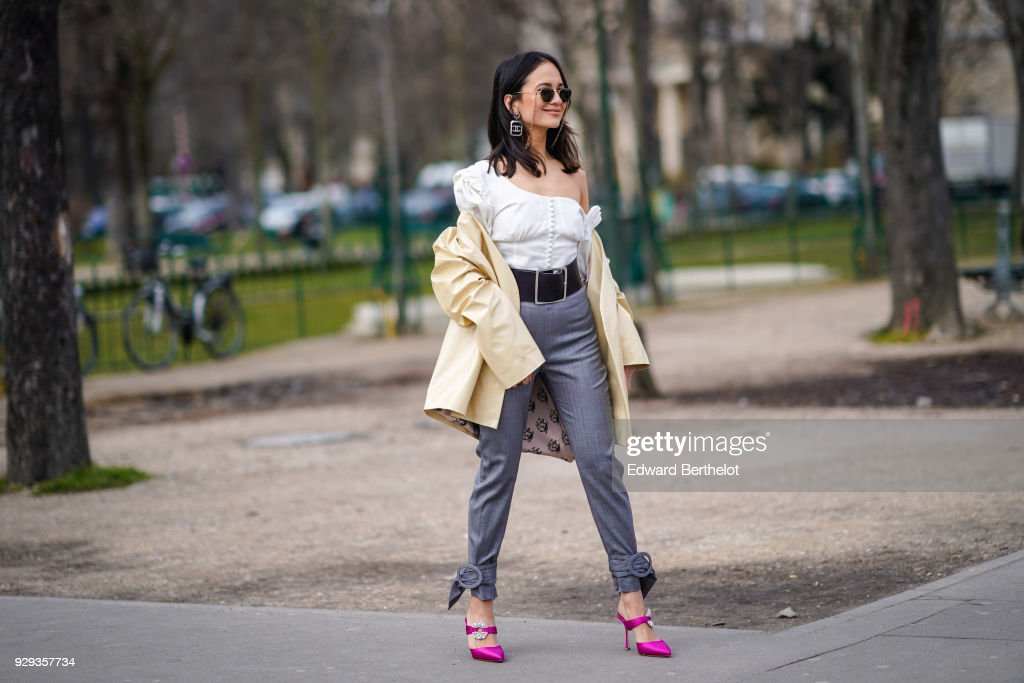 Street Style : Paris Fashion Week Womenswear Fall/Winter 2018/2019 : Day Nine : News Photo