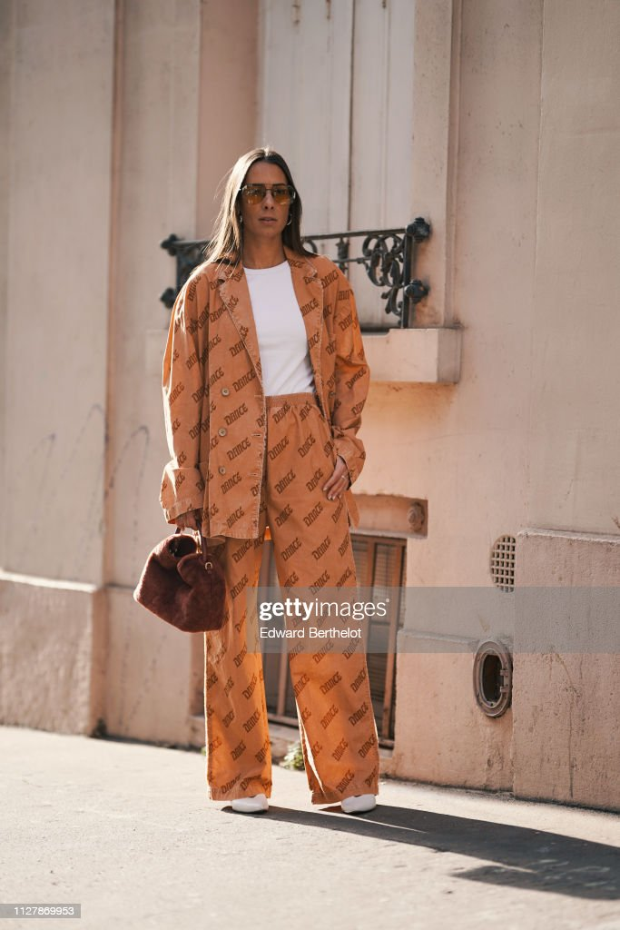 Street Style - Paris Fashion Week - Menswear F/W 2019-2020 : Day Two : News Photo