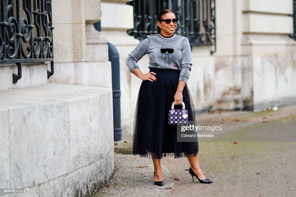 Street Style : Paris Fashion Week Womenswear Spring/Summer 2018 : Day Three : Photo d'actualité