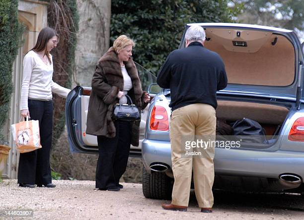Guests arrive at Barnsley House Hotel of Elizabeth Hurley and Arun Nayar's wedding Gloucestershire 3rd March 2007 19684 Only
