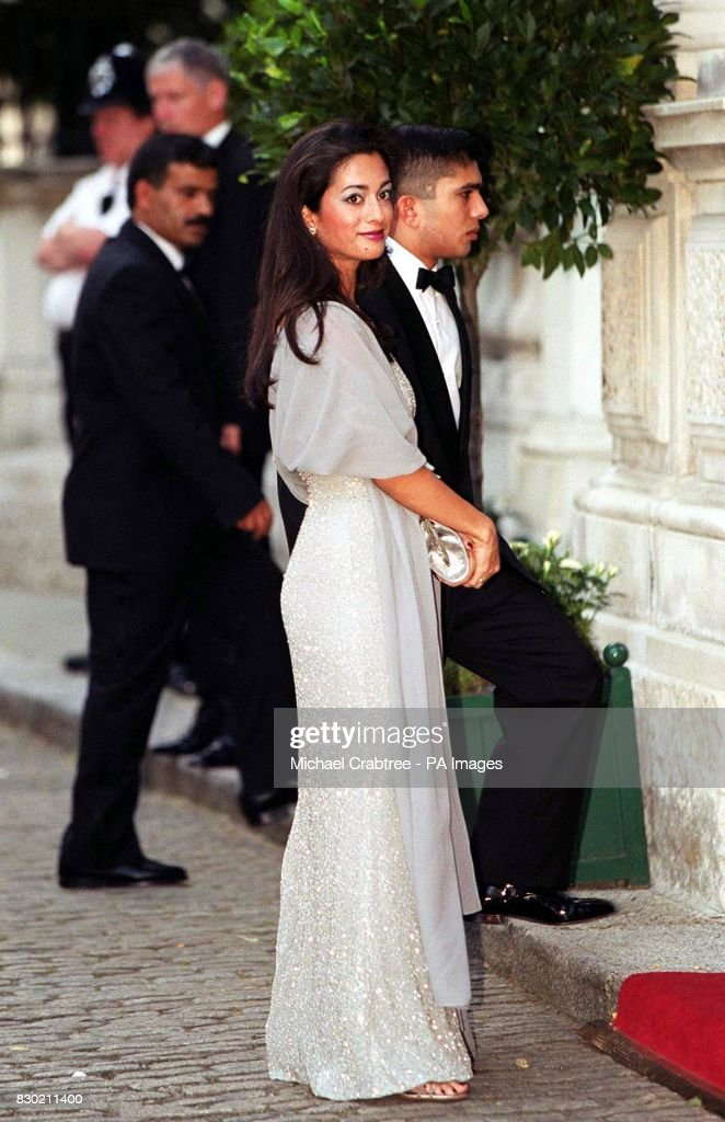 Greek Royal Ball/Guests arrive : News Photo