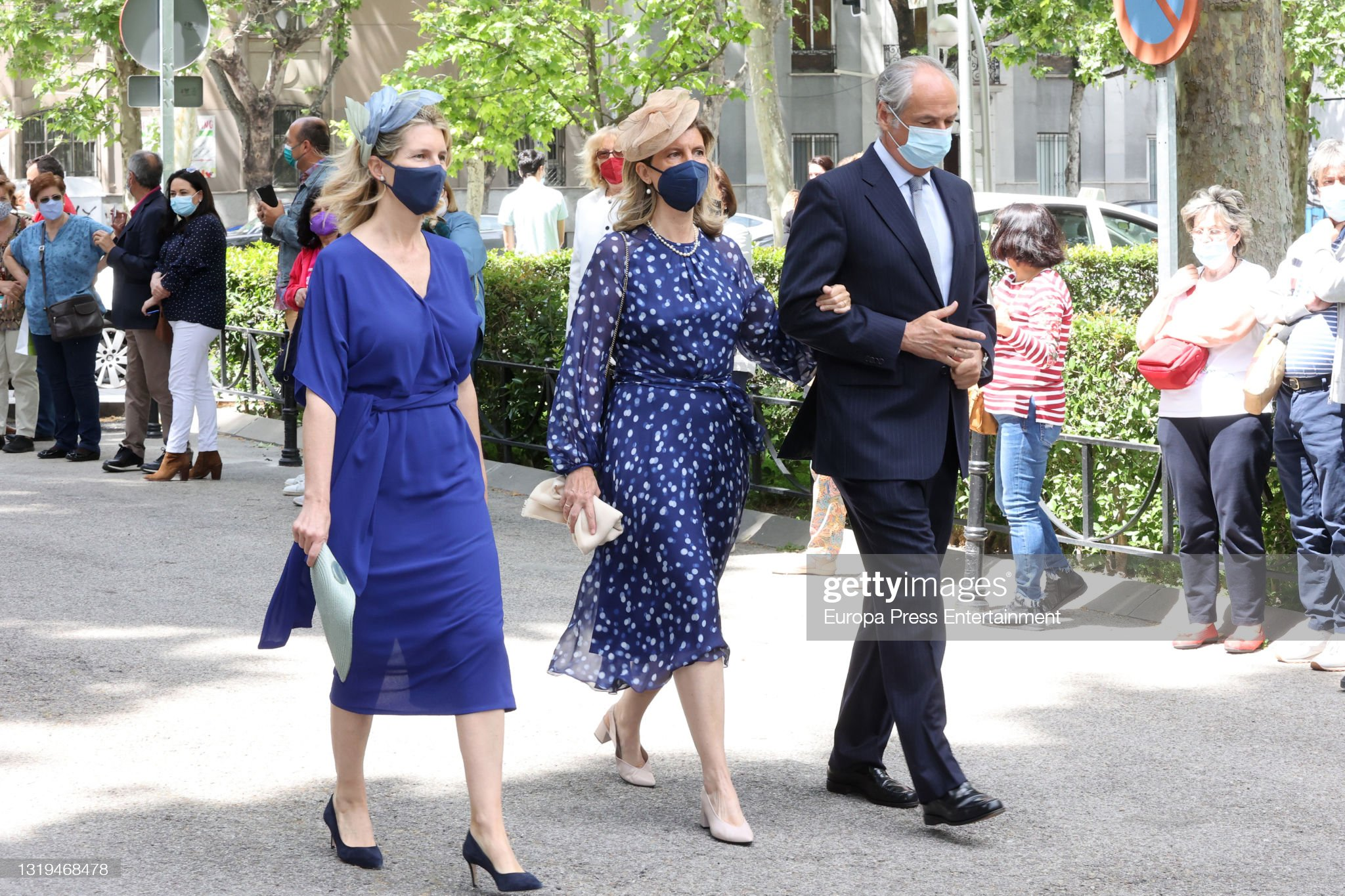 guests-arrive-at-liria-palace-for-the-wedding-of-carlos-fitzjames-y-picture-id1319468478