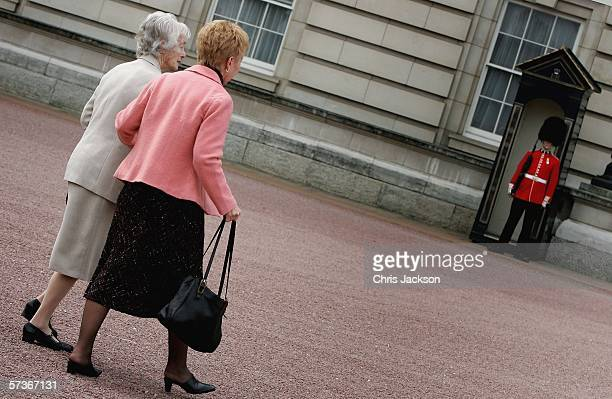 Guests arrive for the Queen's 80th Birthday Lunch on April 19, 2006 at Buckingham Palace in London, England. TRH Queen Elizabeth II and Prince...