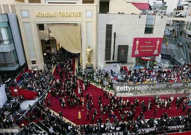 Guests arrive on red carpet outside the Kodak Theatre before the 78th Annual Academy Awards March 5, 2006 in Hollywood, California.