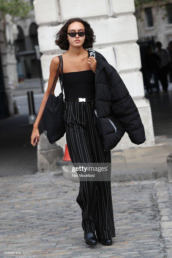 Street Style - LFW September 2018 : Nachrichtenfoto