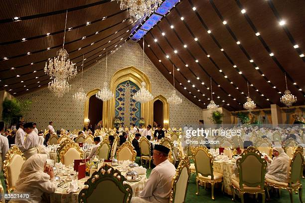 Guests await the arrival of Sultan of Brunei Haji Hassanal Bolkiah Mu'izzaddin Waddaulah as they attend a banquet at the Royal Palace on October 31...