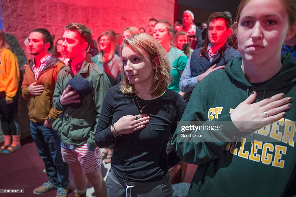 Guests listen to the national anthem before the start of a campaign rally for Republican presidential candidate Donald Trump at St. Norbert College on March 30, 2016 in De Pere, Wisconsin. Wisconsin voters go to the polls for the state's primary on April 5.