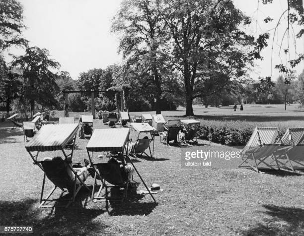 Guests of the spa resort relax in the sun loungers Wolff Tritschler Vintage property of ullstein bild