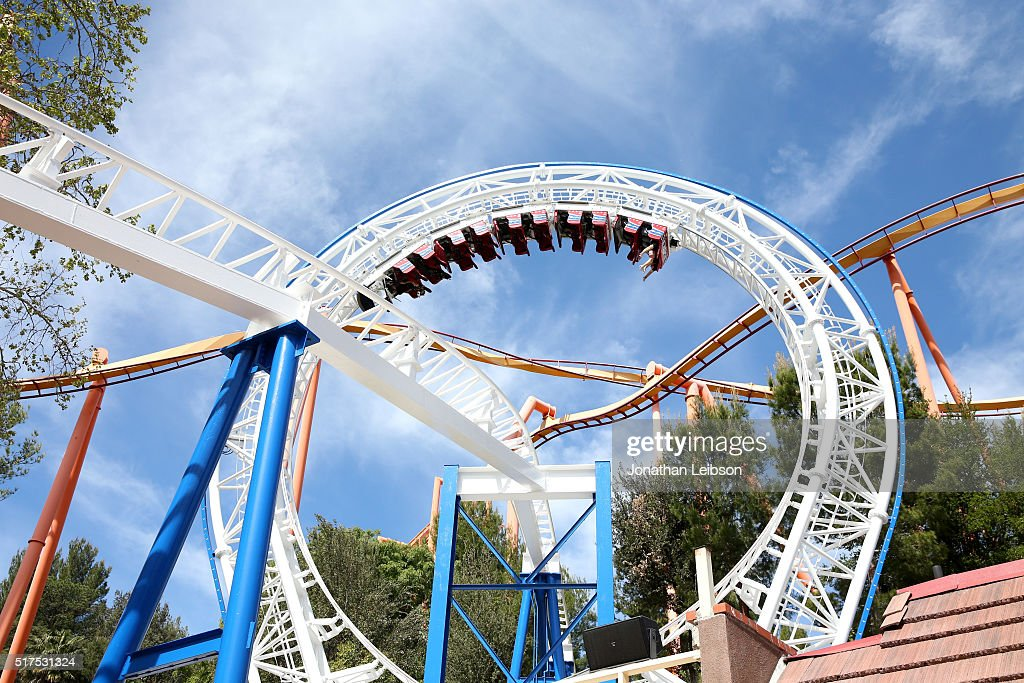 Samsung And Six Flags Debut The First Virtual Reality Coaster Powered By Samsung Gear VR At Six Flags Magic Mountain : Photo d'actualité