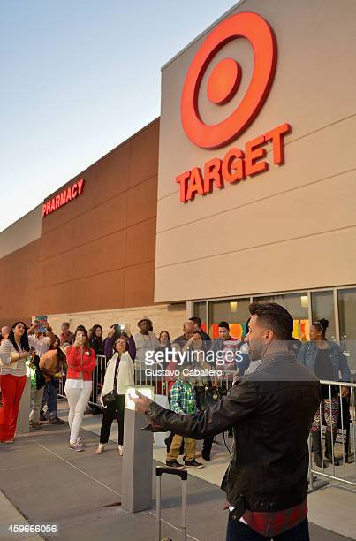 67 Black Friday At Target Dadeland South In Miami Photos And Premium High Res Pictures Getty Images