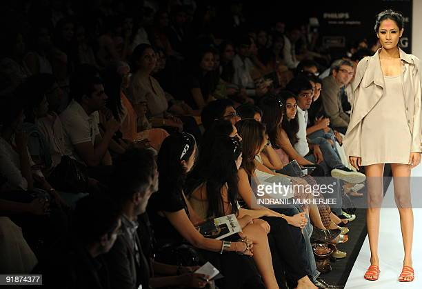 2 006 Lakme India Fashion Week Autumn Winter Day Photos And Premium High Res Pictures Getty Images