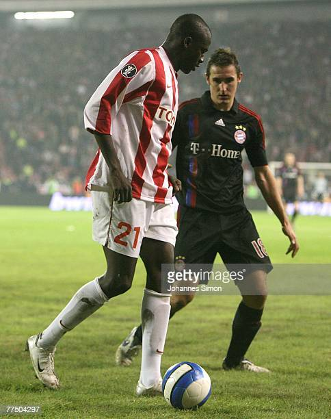 Gueye Ibrahima of Belgrade and Miroslav Klose of Bayern in action during the UEFA Cup group F match between Crvena Zvezda and Bayern Munich at Crvena...