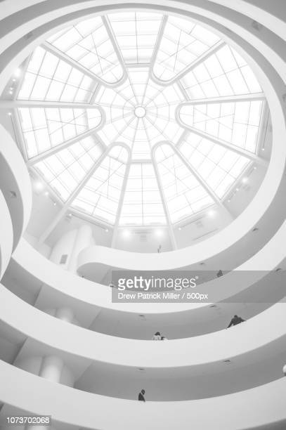 guggenheim in white - solomon r. guggenheim museum stock pictures, royalty-free photos & images
