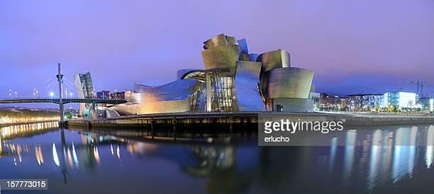 Musée Guggenheim de Bilbao, de nuit