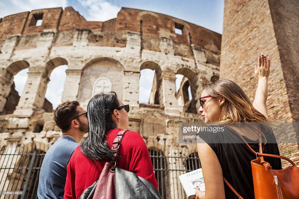 Erklären, für Touristen das Kolosseum von Rom : Stock-Foto