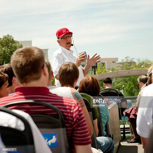 Reiseführer über Washington Touristen in einem bus, USA