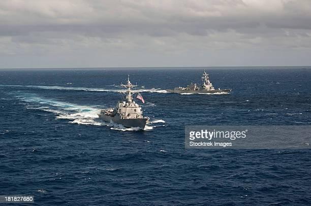 guided missile destroyers uss stockdale and uss william p. lawrence. - contratorpedeiro - fotografias e filmes do acervo