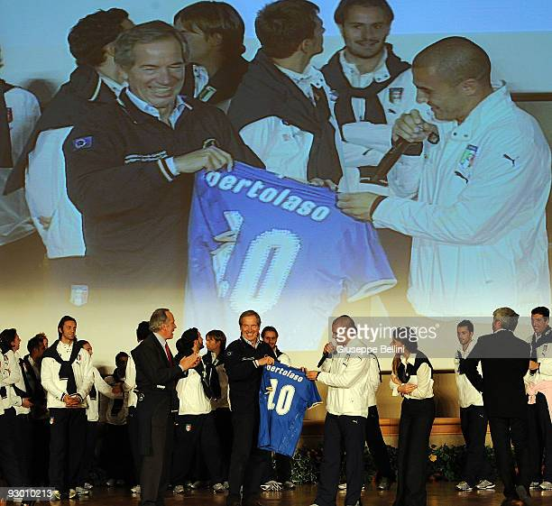 L'AQUILA ITALY NOVEMBER 12 Guido Bertolaso and Fabio Cannavaro speak during the Italy national soccer team visit to earthquake striken areas in...