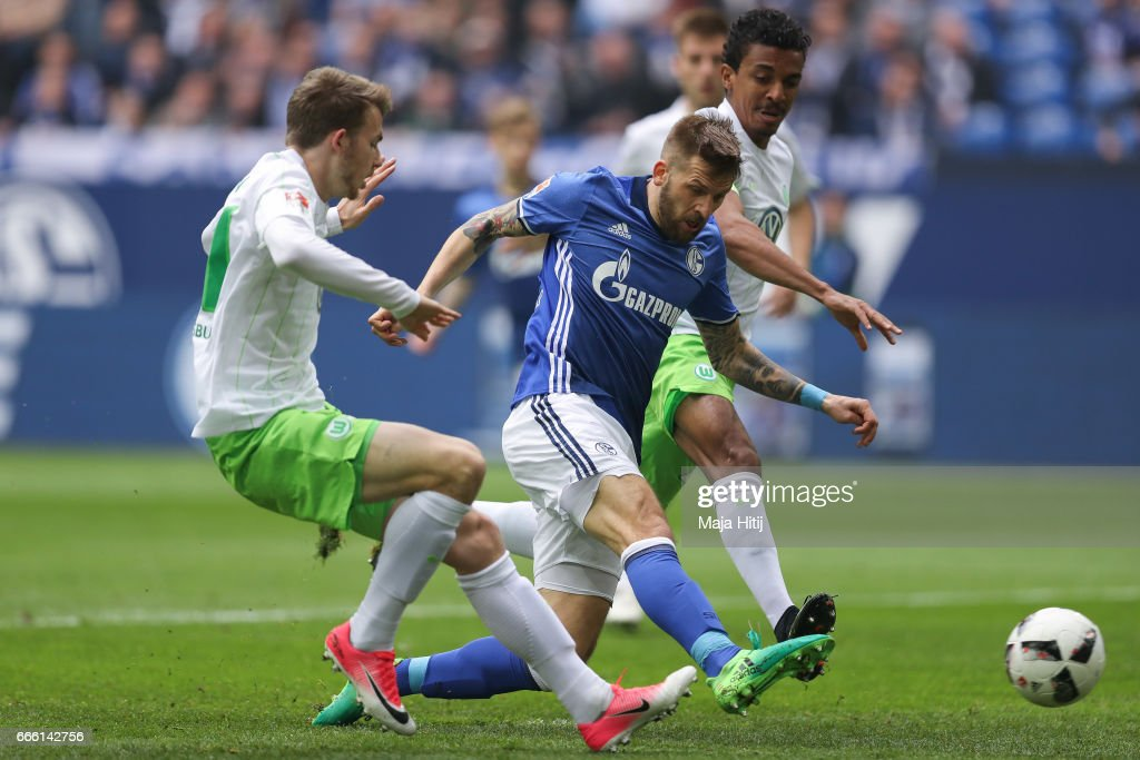 Guido Burgstaller of Schalke (C) scores a goal to make it 1-0 during the Bundesliga match between FC Schalke 04 and VfL Wolfsburg at Veltins-Arena on April 8, 2017 in Gelsenkirchen, Germany.