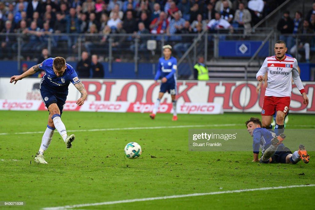 Guido Burgstaller of Schalke (l) scores a goal to make it 2:2 during the Bundesliga match between Hamburger SV and FC Schalke 04 at Volksparkstadion on April 7, 2018 in Hamburg, Germany.