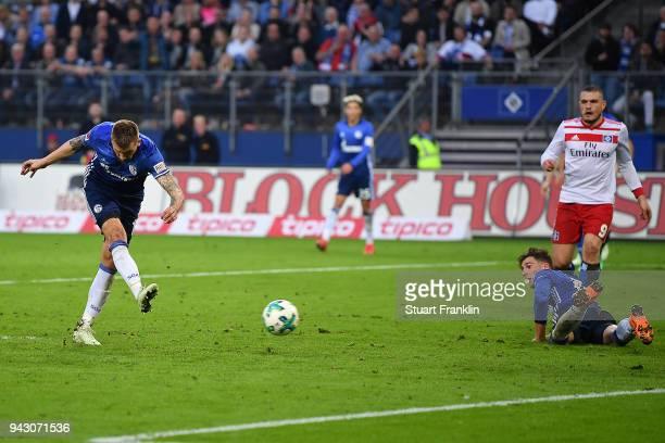 Guido Burgstaller of Schalke scores a goal to make it 2:2 during the Bundesliga match between Hamburger SV and FC Schalke 04 at Volksparkstadion on...