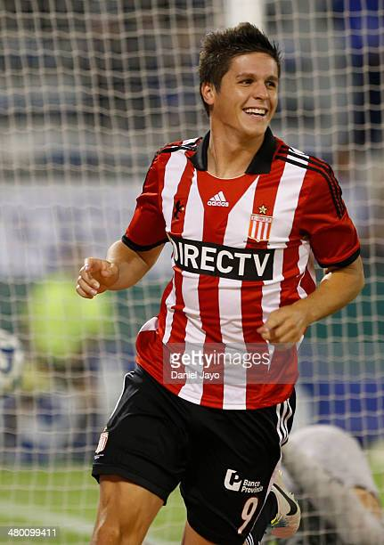 Guido Carrillo , of Estudiantes, celebrates after scoring during a match between Velez Sarsfield and Estudiantes as part of ninth round of Torneo...
