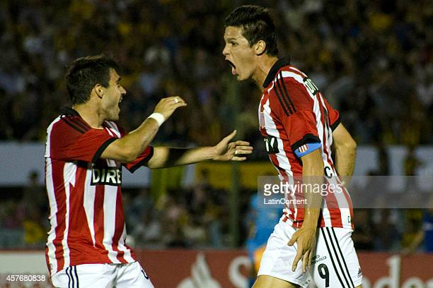 Guido Carrillo of Estudiantes celebrates after scoring the first goal of his team during a second leg match between Peñarol and Estudiantes as part...