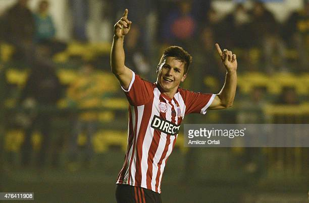 Guido Carrillo of Estudiantes celebrates after scoring the first goal of his team during a match between Defensa y Justicia and Estudiantes as part...