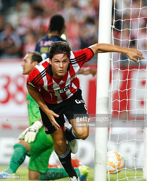 Guido Carrillo of Estudiantes celebrates after scoring the second goal of his team during a second leg match between Estudiantes and Independiente...